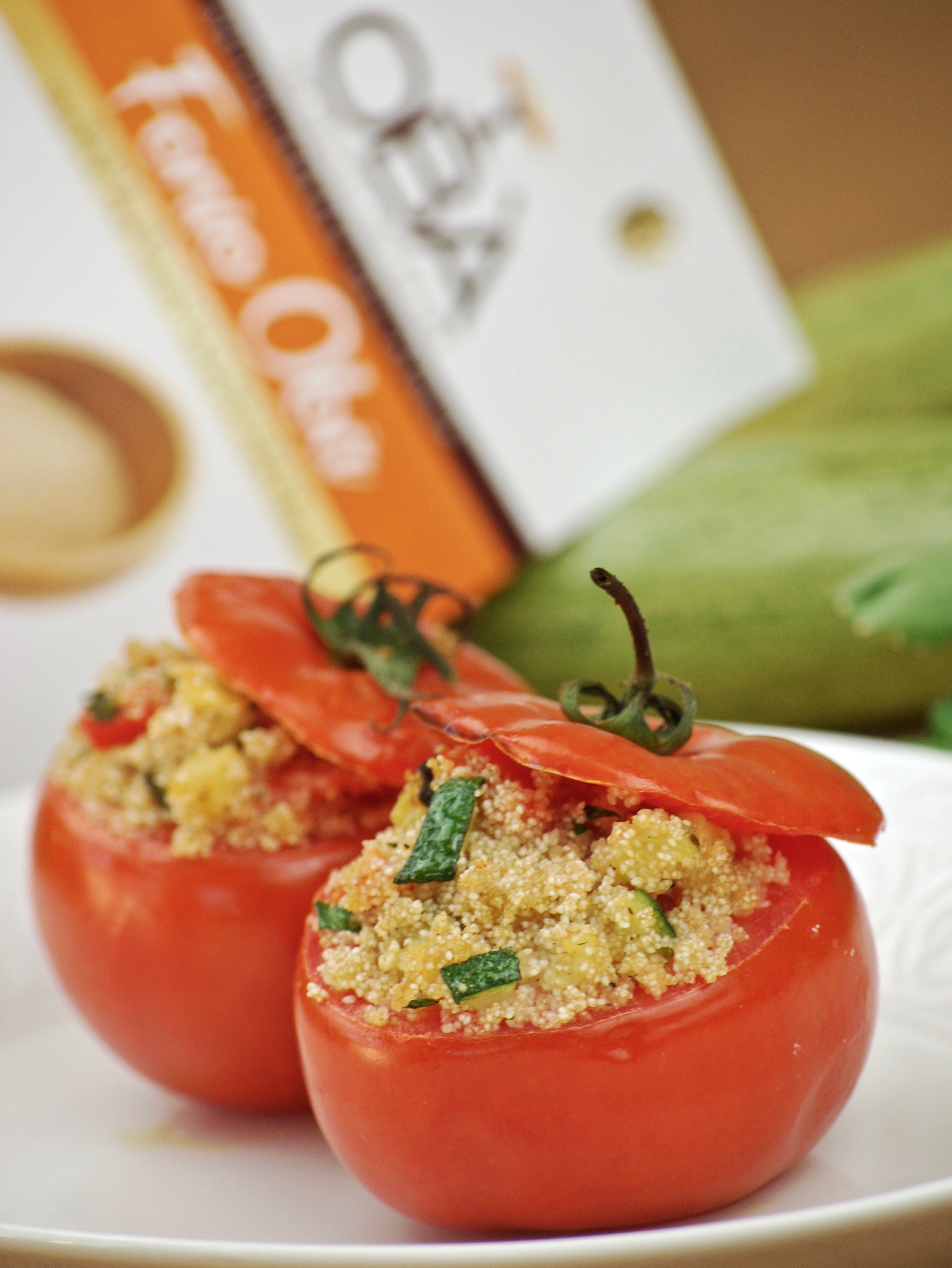Fonio and vegetables stuffed tomatoes